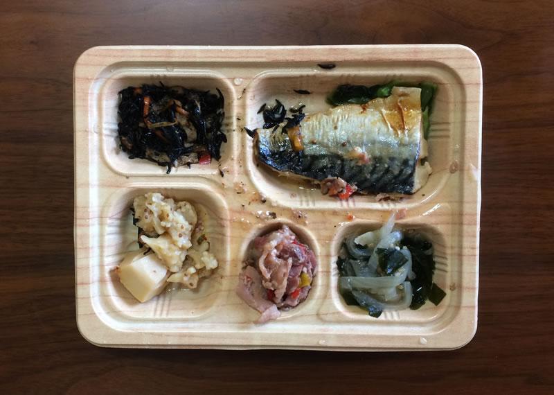 【食卓便の評判/口コミ】香りも楽しめる鯖(サバ)の塩麹焼きと豚肉のハーブ和え