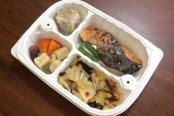 【ウェルネスダイニングの評判/口コミ】塩分は2.0gと鮭のごま風味焼き弁当で塩分制限